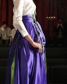 Clothing ideas for modern korean fashion 858 Korean Traditional Dress, Traditional Dresses, Korean Dress, Korean Outfits, Hanbok Wedding, Belle Outfit, Modern Hanbok, Culture Clothing, Chinese Clothing