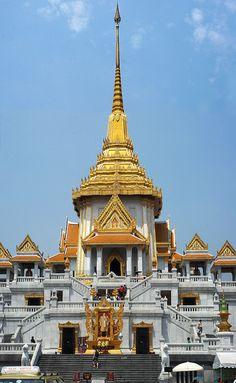 Wat Traimit Temple and Museum - Bangkok, Thailand