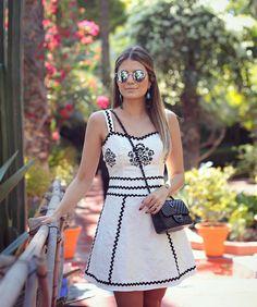 """""""Preto e branco que eu amo  Vestido de jacquard com bordado mexicano e cianinhas @unicas_store Minha cara né?! (Tem também preto com os detalhes em…"""""""