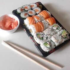 Shared by Find images and videos about eat, sushi and eating on We Heart It - the app to get lost in what you love. Cute Food, I Love Food, Good Food, Yummy Food, Tasty, Food Porn, Food Goals, Aesthetic Food, Food Cravings