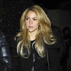 Shakira aux funerailles d'Irene Vazquez Romero, la femme de son représentant juridique et ex-ministre espagnol José Maria Michavila, à Madrid, le 27 novembre 2013.