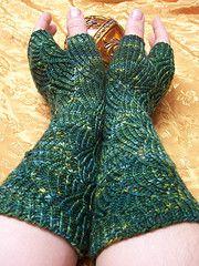 Ravelry: Fingerless Pomatomus Gloves pattern by Tobi Beck