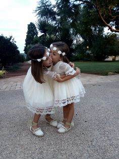 Short Niña, Wedding Decorations, Wedding Ideas, Fashion Kids, Rustic Wedding, Bridesmaids, Kids Outfits, Flower Girl Dresses, Weddings