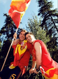 Sergio Ramos and Fernando Torres heart each other