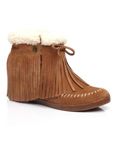 separation shoes 18f4e 4339f Koolaburra Mocky Moc in Chestnut as seen on Vanessa Hudgens Vanessa  Hudgens, Fasion, Julkkisten