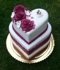 Wedding cakes heart shape cakes – Famous Last Words Amazing Wedding Cakes, White Wedding Cakes, Elegant Wedding Cakes, Wedding Cake Designs, Wedding Cake Toppers, Lace Wedding, Purple Wedding, Heart Shaped Wedding Cakes, Heart Shaped Cakes