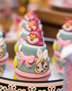Alice in Wonderland cakes Alice In Wonderland Cupcakes, Alice In Wonderland Tea Party Birthday, Alice Tea Party, Wonderland Party, Disney Cakes, Cupcake Party, Mini Cakes, Themed Cakes, Cake Designs