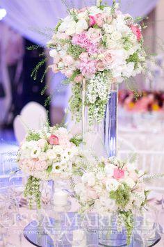 Aranjament floral sala nunta vaza cilindrica si flori roz si alb IssaEvents 2017