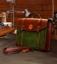 VK is the largest European social network with more than 100 million active users. Vintage Leather Messenger Bag, Leather Card Wallet, Leather Bags Handmade, Leather Briefcase, Sewing Leather, Leather Craft, Leather Men, Suitcase Bag, Leather Projects