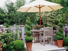 30 Easy Outdoor Entertaining Ideas: http://www.hgtvgardens.com/entertaining/easy-outdoor-entertaining-ideas?s=4soc=pinterest