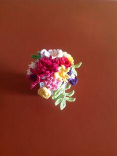 vasinho com flores em crochê Crochet Flowers, Vases