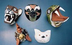 Máscaras elaboradas por artesanos chané (pueblo originario del norte de Salta) con madera de palo borracho y pintadas con piedras de río y vegetales