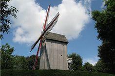 Le moulin du Mont Cassel se situe dans le Nord de la France, entre Lille et Dunkerque. Dire qu'il y avait une vingtaine de moulins installés sur ce site auparavant. Pour découvrir ce moulin, des visites guidées sont organisées. © Colette Morvan