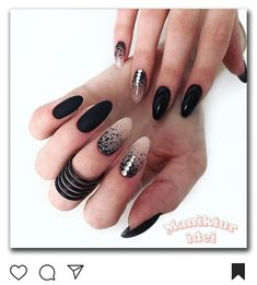 The black nail designs are stylish. It is loved by beautiful women. Black nails are an elegant and chic choice. Color nails are suitable for… Black Nail Designs, Nail Art Designs, Nails Design, Prom Nails, Fun Nails, Almond Shape Nails, Nails Shape, Super Nails, Stiletto Nails