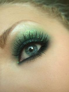 Patrick's Day Makeup Looks – coz all's possible with a little confidence & mascara – Hike n - Pantomime Schminke Day Eye Makeup, Day Makeup Looks, Eye Makeup Tips, Makeup Tricks, Makeup Ideas, Green Eyeshadow, Glitter Eyeshadow, Pantomime, Saint Patricks Day Makeup