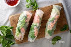 Op zoek naar een lekker recept voor rijstvel loempia's? Probeer deze 'spring rolls' met garnalen en kip. Authentiek Vietnamees en snel klaar! I Love Food, Good Food, Yummy Food, Asian Recipes, Healthy Recipes, Vietnamese Spring Rolls, Salsa, Pizza, Skinny Recipes