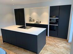 Kitchen Room Design, Modern Kitchen Design, Home Decor Kitchen, Interior Design Kitchen, Home Kitchens, Open Plan Kitchen Dining Living, Living Room Kitchen, Stylish Kitchen, Minimalist Kitchen