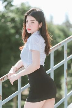 Model Girl Photo, Cute Girl Photo, Cool Girl, Cute Asian Girls, Beautiful Asian Girls, University Girl, Girls In Mini Skirts, Asian Beauty, Girl Fashion