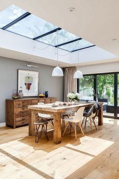 Awesome modern kitchen room are readily available on our site. Have a look and you wont be sorry you did. Elegant Dining Room, Beautiful Dining Rooms, Dining Room Design, Kitchen Furniture, Kitchen Decor, Glass Kitchen, Room Kitchen, Light Wood Kitchens, Modern Kitchens