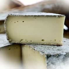 Food and drink - Tome des Bauges, Semi-firm French Cheese Fromage Aop, Fromage Cheese, Queso Cheese, Cheese Curds, Milk And Cheese, Wine Cheese, How To Make Cheese, Food To Make, Cheese Names
