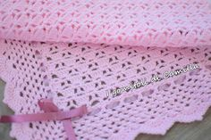 Perforated crochet cover with bows Afghan Blanket, Baby Blanket Crochet, Crochet Baby, Free Crochet, Crochet Gloves Pattern, Crochet Stitches, Crochet Patterns, Camilla, Handmade Baby Blankets