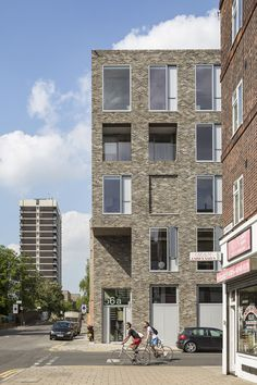 This mixed-use project is a five storey brick clad building marking the corner of Orsman Road and Whitmore Road, by Trevor Horne Architects in London, England. Modern Residential Architecture, Brick Architecture, Concept Architecture, Brick Masonry, Brick Facade, Mix Use Building, Arch House, Building Facade, Facade Design