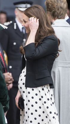 Kate pretty in polka dots at the Warner Brothers Studio on 26 April 2013 with Princes William and Harry