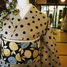 麻きもの。はじめました。 Just started linen and ramie kimono #ootd #kimono #mimizukuya #linen #linenkimono #麻 #麻きもの #きもの #ミミズクヤ #レース帯 #ミミズクヤのレース帯 #リネンきもの #ナチュラル Japanese Outfits, Japanese Fashion, Modern Kimono, Yukata Kimono, Kimono Pattern, Japanese Kimono, Kimono Fashion, Resort Wear, Fabric Patterns