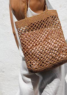 Raphia sac filet Crochet raphia fourre-tout sac cabas dété Crotchet Bags, Bag Crochet, Crochet Market Bag, Knitted Bags, Summer Tote Bags, Diy Tote Bag, Filet Crochet, Bag Pattern Free, Net Bag