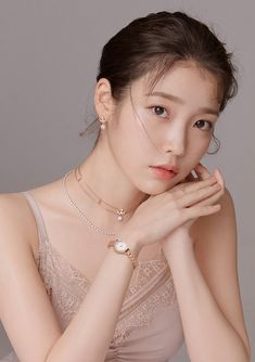 IU is the picture of innocence in her newest shoot for jewelry brand J.The actress and singer is bringing spring home early by sporting past… Iu Twitter, Korean Shows, Light In, Iu Fashion, Doutzen Kroes, Devon Aoki, Korean Actresses, Yoona, Korean Beauty
