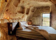 /\ /\ . Le Grotte Della Civita