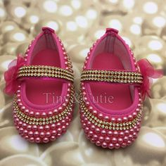 Girls Glitter Shoes, Dear Future Husband, Mary Janes, Baby Shoes, Art Pieces, Flats, Boutique, Fun, Fashion
