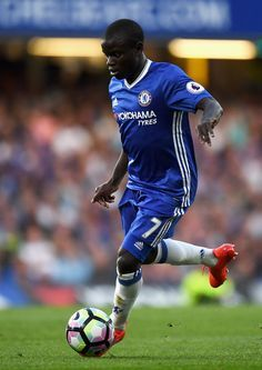N'Golo Kante Photos - N'golo Kante of Chelsea in action during the Premier League match between Chelsea and West Ham United at Stamford Bridge on August 2016 in London, England. - Chelsea v West Ham United - Premier League Best Football Players, Football Is Life, Watch Football, Soccer World, Play Soccer, World Of Sports, Chelsea Football, Chelsea Fc, Ted