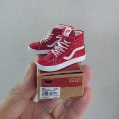 "375 Likes, 14 Comments - Sebastián Vargas Contreras (@cosmicolor8bit) on Instagram: ""Mini Vans #miniaturevans #mimiatureshoes #dollshoes #minishoes #mimiatureshoes #bjdshoes #onesixthscale"