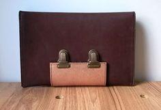Leather clutch (back) http://www.saradewaele.be/collectie/