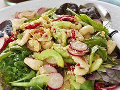 Green salad with an Asian dressing / Vihersalaatti ja aasialainen vinegretti Asian Dressing, Vegan Recepies, Pasta Salad, Pesto, Potato Salad, Chili, Salads, Potatoes, Vegetarian