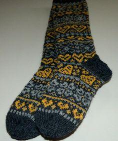 Ystävänpäiväsukat 2017 Knit Socks, Knitting Socks, Mittens, Fashion, Fingerless Mitts, Moda, La Mode, Sock Knitting, Fingerless Mittens