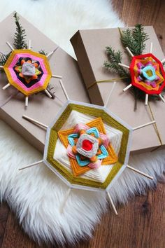 God's eye gift tags kids weaving activity to make Yarn Crafts, Fabric Crafts, Diy And Crafts, Craft Projects, Crafts For Kids, Arts And Crafts, Craft Ideas, God's Eye Craft, Craft Box