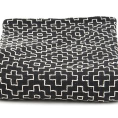 Are you interested in our Monochrome cotton throw? With our Geometric pattern cotton blanket you need look no further.