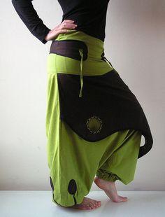 Harem Festival pants , Modern Hippie colourful pants - drop crotch pants - Men's style, accessories, mens fashion trends 2020 Harem Pants Men, Cotton Harem Pants, Pantalon Aladdin, Bohemian Chic Fashion, Hippie Fashion, Bohemian Gypsy, Fashion Fashion, Modern Hippie Style, Hippie Chic