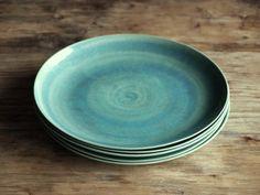 Steinzeug Teller in grün. Keramik Geschirr von GeschirrManufaktur