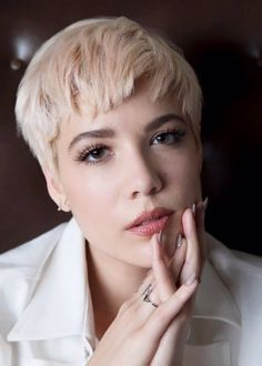 Find images and videos about blonde, halsey and badlands on We Heart It - the app to get lost in what you love. Pixie Hairstyles, Pixie Haircut, Hair Inspo, Hair Inspiration, Halsey Street, Airbrush Makeup, Celebs, Celebrities, New Hair
