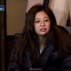 Our caring Jendeukie 😭 so cute 👏🏻💕 . Jennie on SBS variety show Michuri Kpop Girl Groups, Kpop Girls, Pillos, Blackpink Funny, Jennie Kim Blackpink, Blackpink Memes, Gone Girl, Blackpink Photos, Meme Faces