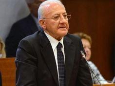 Respinta la mozione di sfiducia a De Luca: parole pronunciate allHotel Ramada battute goliardiche