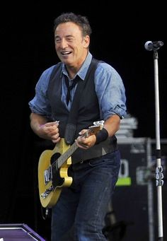 Bruce Springsteen Photos: Bruce Springsteen Performs in London