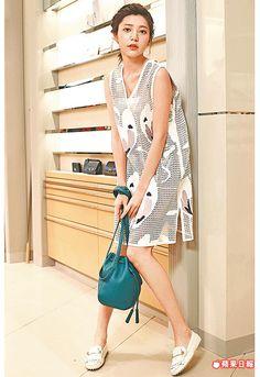 郭雪芙身上的TOD'S雷射皮質鏤空洋裝24萬4100元、水桶包3萬8400元、Spilla鑽飾豆豆鞋2萬5000元。