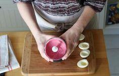 Recette - Oeufs mimosa à la betterave en pas à pas Brunch, Food And Drink, Mimosas, Crochet, Deviled Eggs Recipe, Philly Cream Cheese, Cooking Recipes, Ganchillo, Crocheting