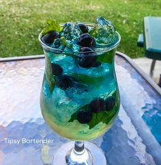 Blueberry Mint Cocktail - For more delicious recipes and drinks, visit us here: www.tipsybartender.com