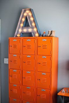 Vrolijke gekleurde industriële lockers