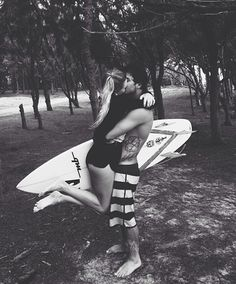 Surf love, is there any sweeter kind? Photo Couple, Love Couple, Couple Goals, Cute Relationships, Relationship Goals, Surf Mar, Love Is In The Air, Young Love, Hopeless Romantic